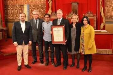 Nos entregan el Diploma al Mérito Cívico